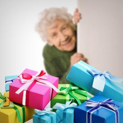 Что подарить бабушке, дедушке, пожилым людям.