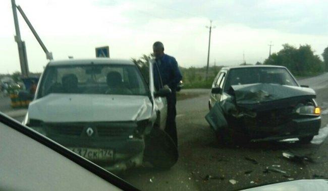 «Рено» и «ВАЗ» не разминулись на Дачном шоссе