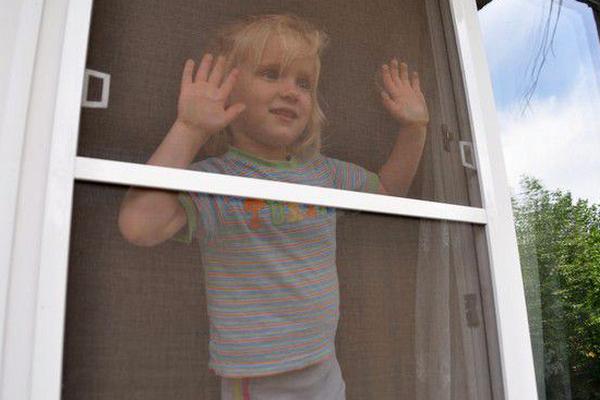Два ребёнка выпало из окна с интервалом в один день