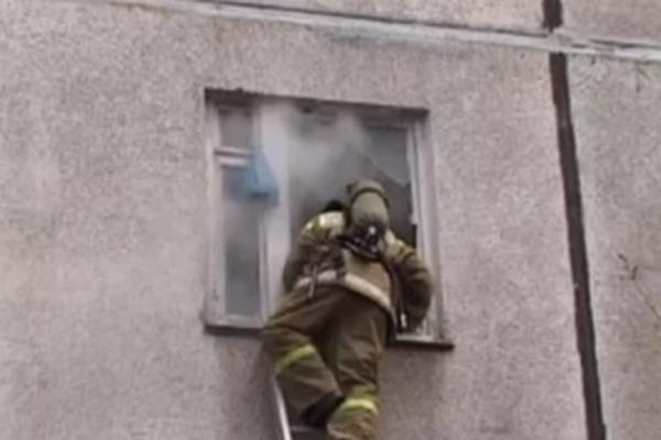 Жильцы были выведены из дома с респираторами из-за  пожара
