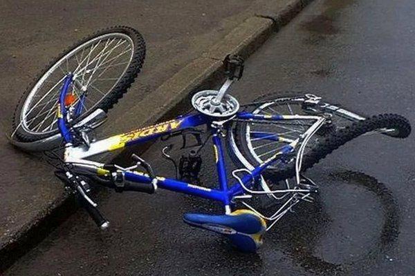 Неизвестный сбил велосипедиста и поехал дальше