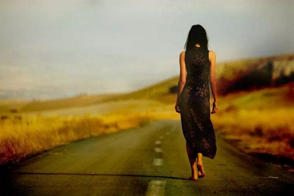 Она просто стояла на дороге