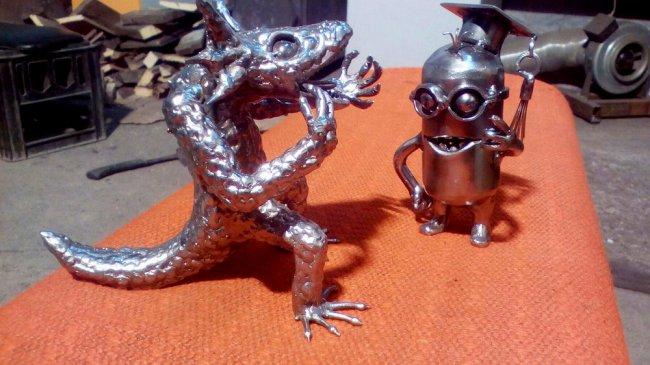 Магнитогорец «на коленке» делает металлические шедевры