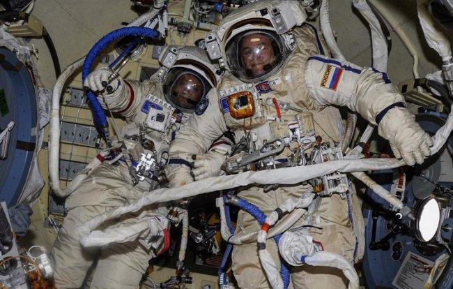 Россияне провели в открытом космосе 7,5 часов