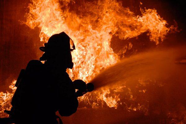 В Магнитогорске сгорел мебельный цех