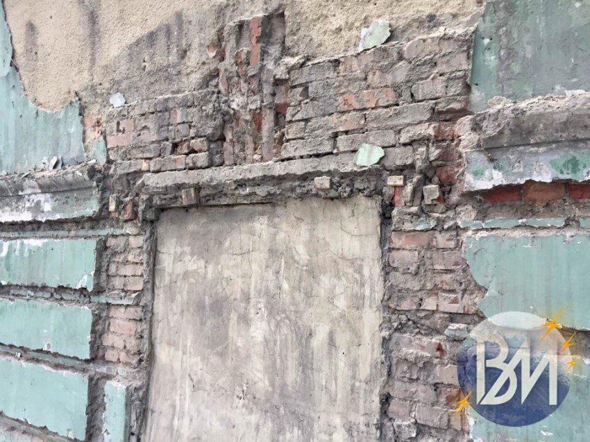 Вскрывая фасад, строители наткнулись на нечто ужасное