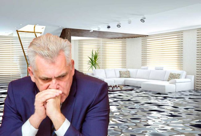 Горе-сантехники затопили Морозова