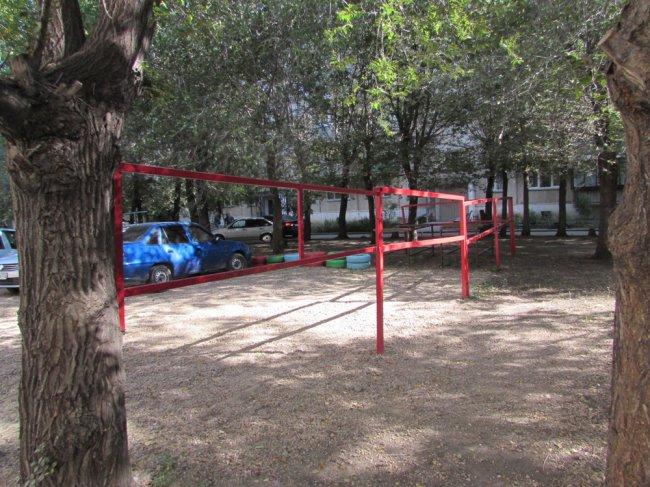 Жители сами сделали себе парковку