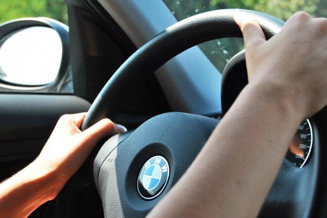 Водители помогают обворовывать свои машины