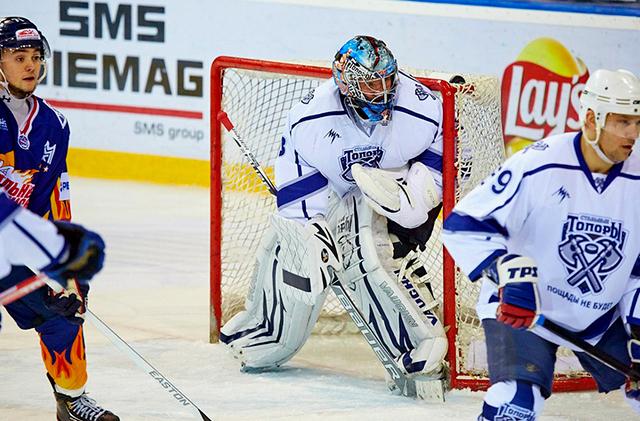 На хоккей за сто рублей