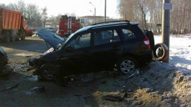 Водителя зажало в автомобиле