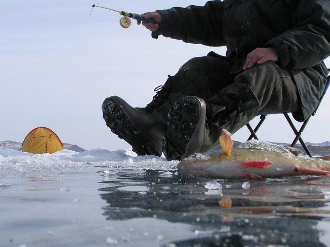 Рыбаки-добровольцы помогают спасателям