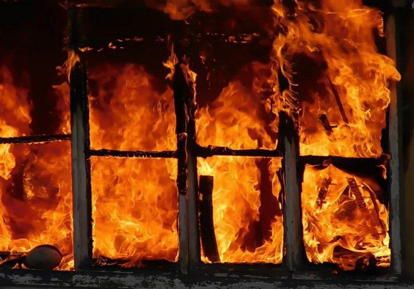 Пожарные справились с огнём за 27 минут