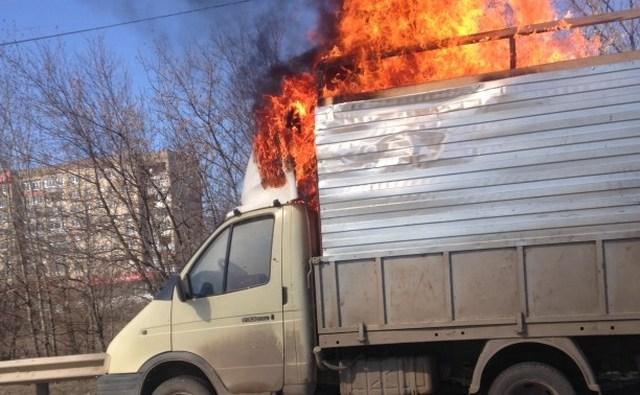 На Суворова сгорела грузовая «Газель»
