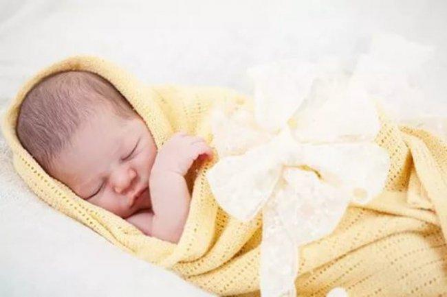 Только родились, а уже семье помогают!