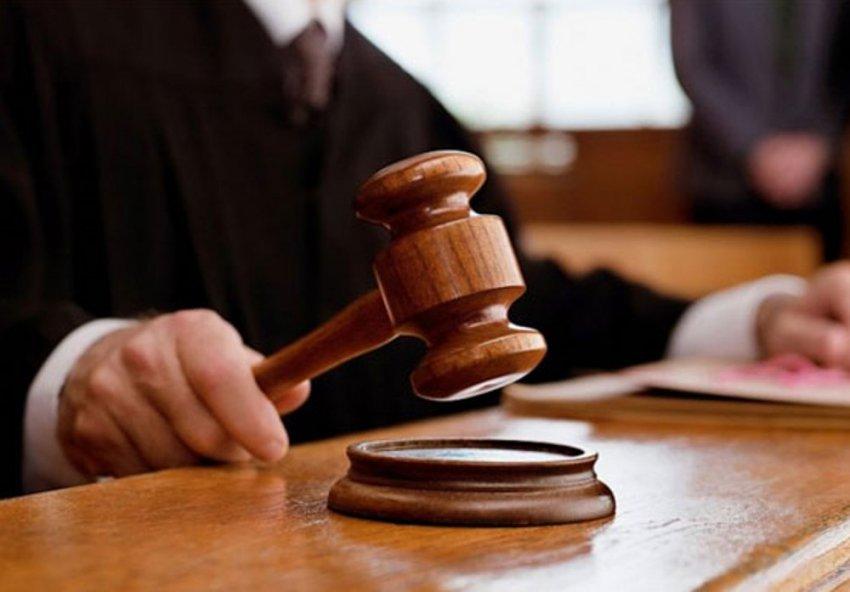 Мужчина напал на судебного пристава