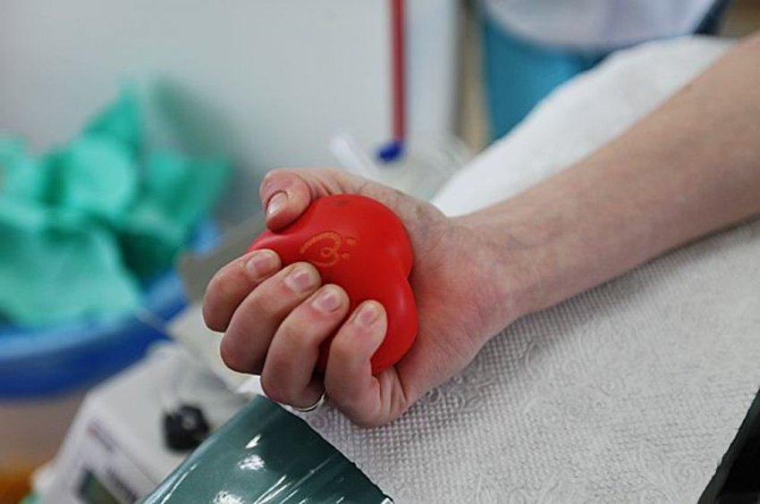 Идём сдавать кровь