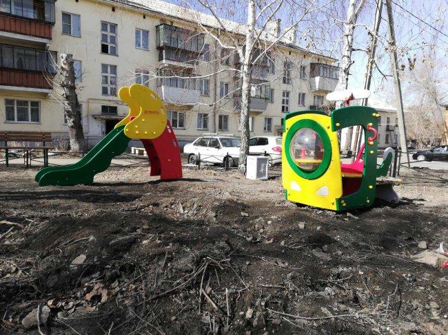 Детскую площадку разбомбили?