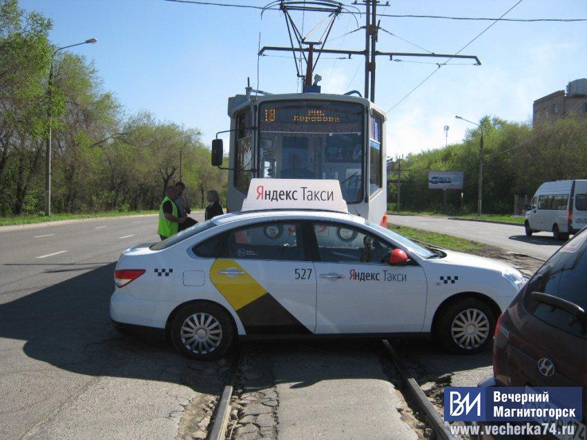 Трамваи встали из-за ДТП
