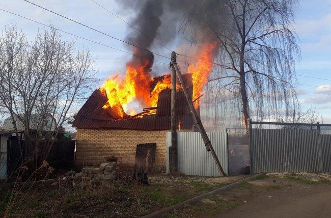 Снова сгорел садовый домик