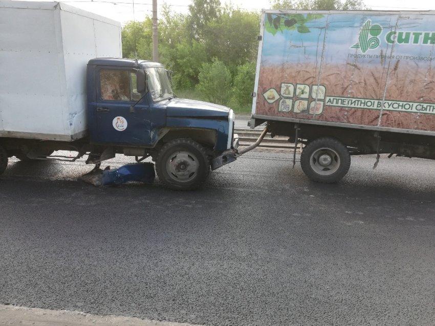 Трактор на боку