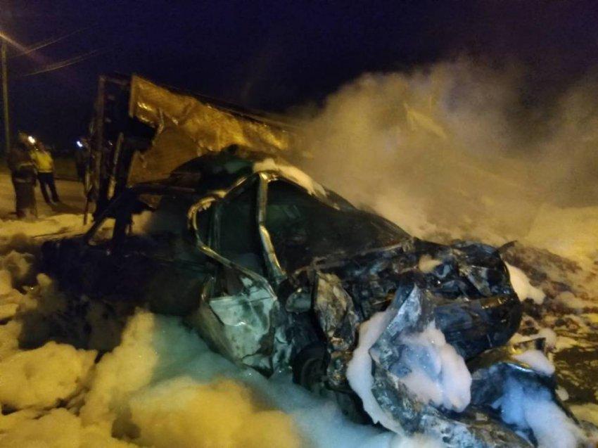 Тело погибшего с трудом извлекли из покорёженного авто