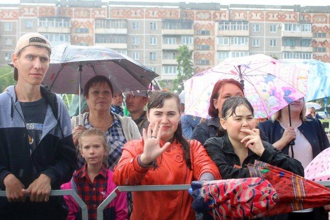 Танцевали под дождём
