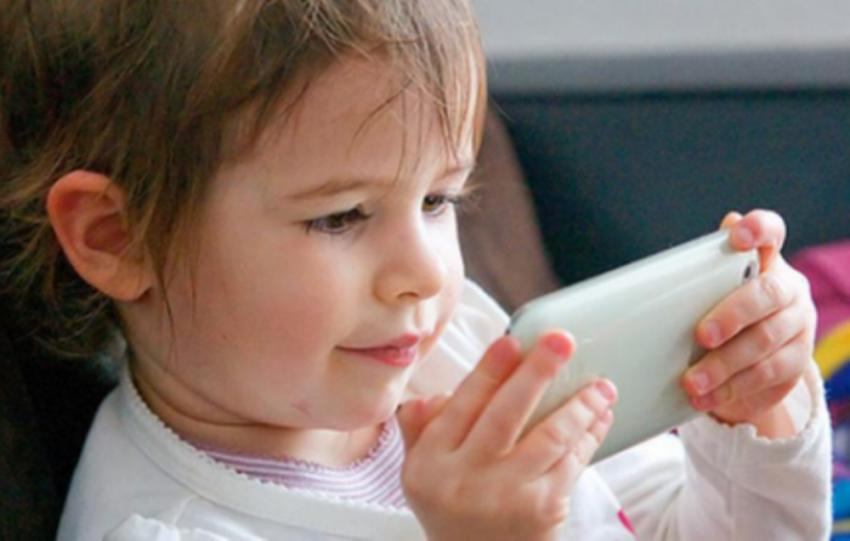 Ребёнок и смартфон: Чем чревата такая дружба?