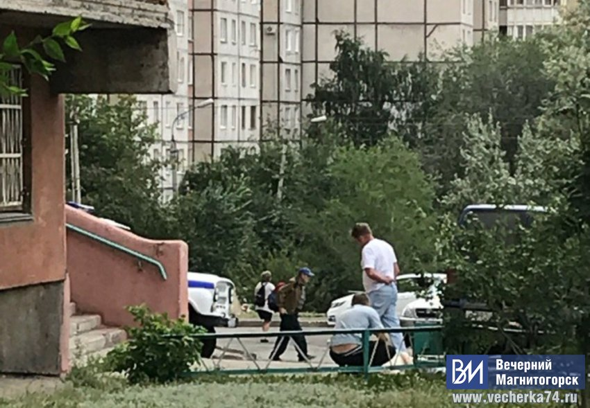 В Магнитогорске мужчина выпал из окна многоэтажки