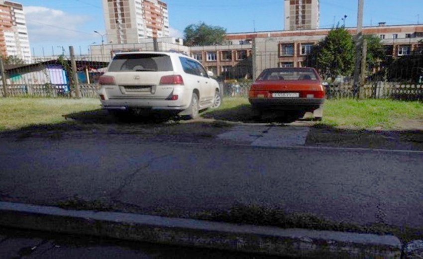 Магнитогорцы заплатят штраф за парковку на газоне