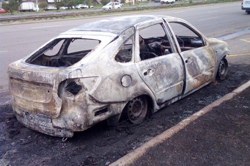 Автомобиль полностью выгорел за двадцать минут