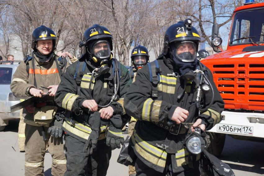 Баню тушили три пожарные машины