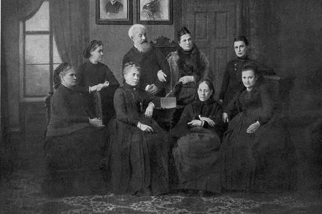 В этот день создан первый женский университет