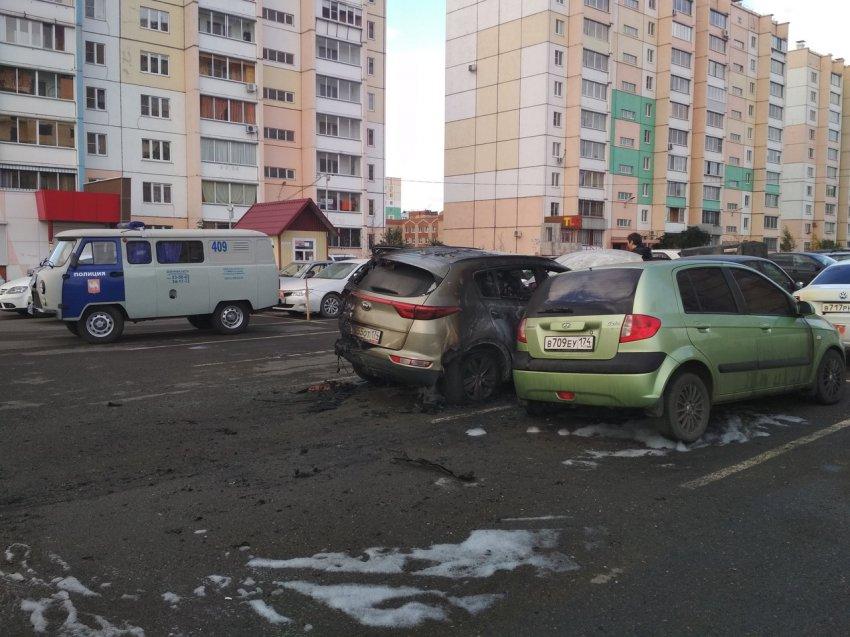 На стоянке сгорели четыре автомобиля