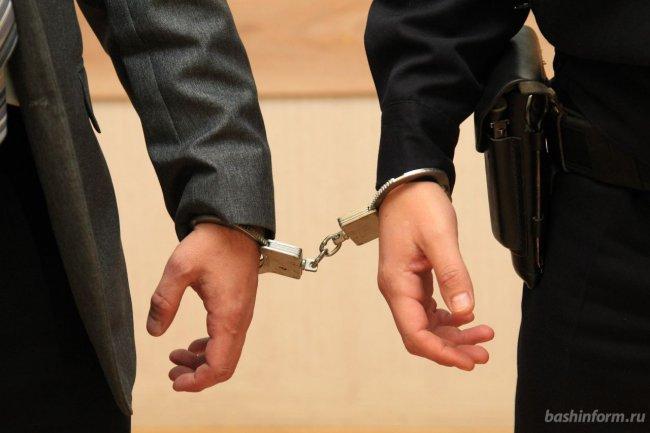 Двое рабочих могут получить до пяти лет за кражу из цеха