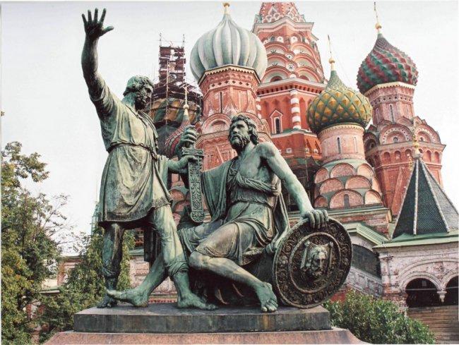 Памятник Минину и Пожарскому привезли в Москву