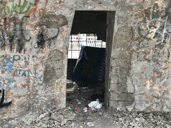 Полиция выгнала бомжей с детской площадки