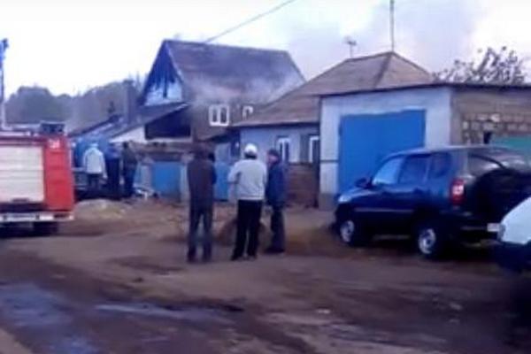 Поджёг дом, а потом повесился