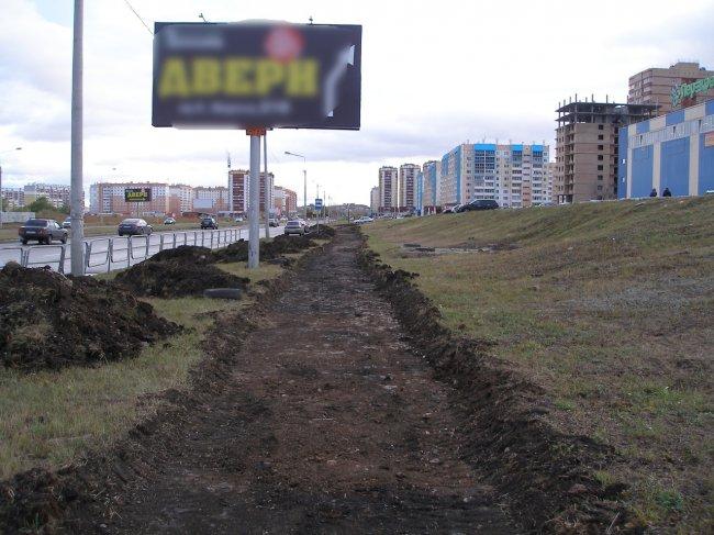 На юге города строят новый тротуар