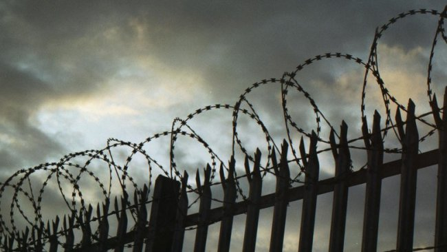 Тюремного доктора обвиняют в коррупции