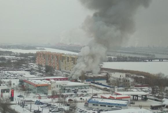 В Магнитогорске сгорел автосервис