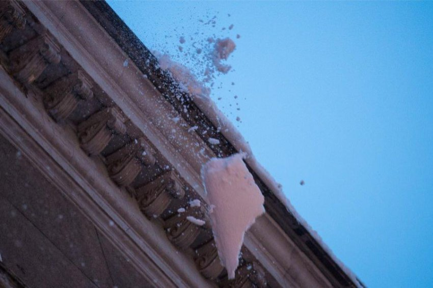 Возможен сход снега с крыш!