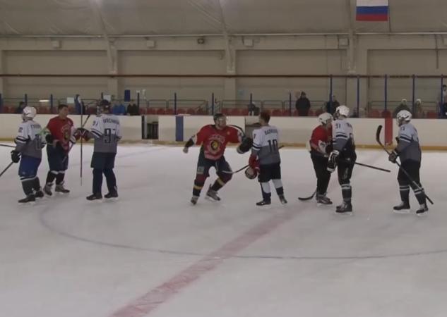 Рукопожатие после хоккейного матча завершилось дракой