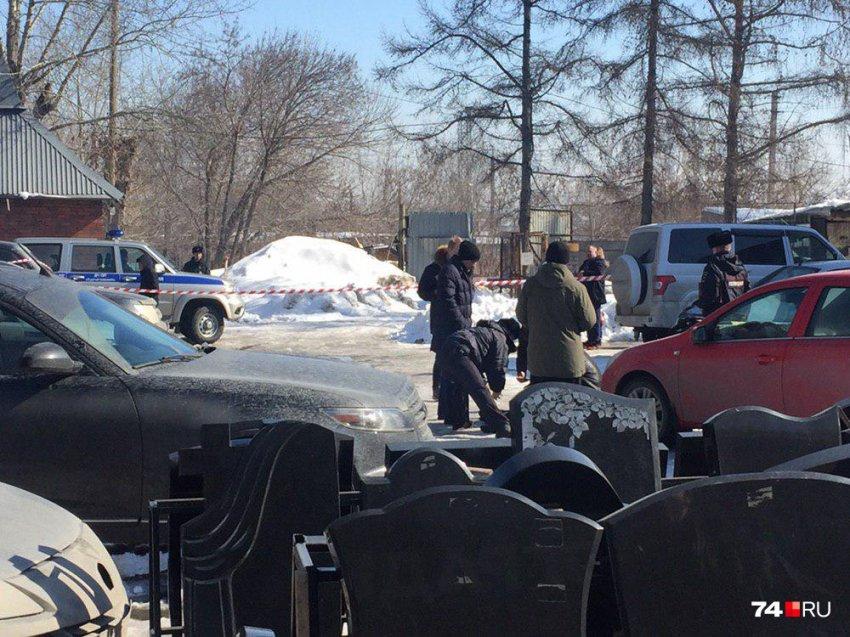 В Челябинске на кладбище расстреляли двух мужчин