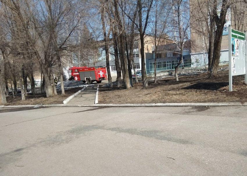 Около колледжа были замечены машины МЧС и полиции