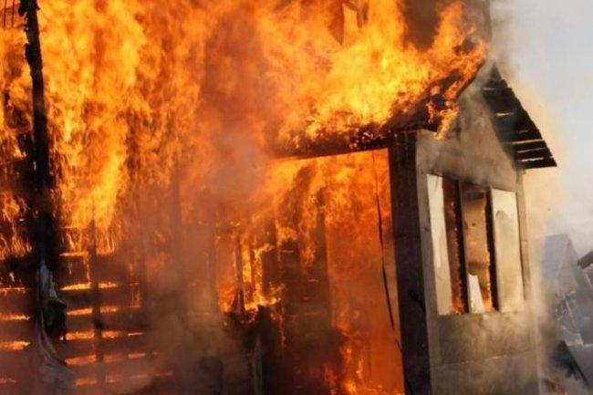 Трое несовершеннолетних детей погибли при пожаре