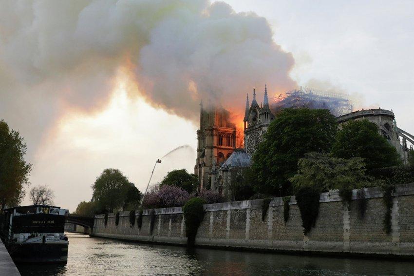 Пожар в Нотр-Дам-де-Пари