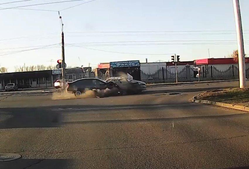 Автомобиль влетел в электроопору