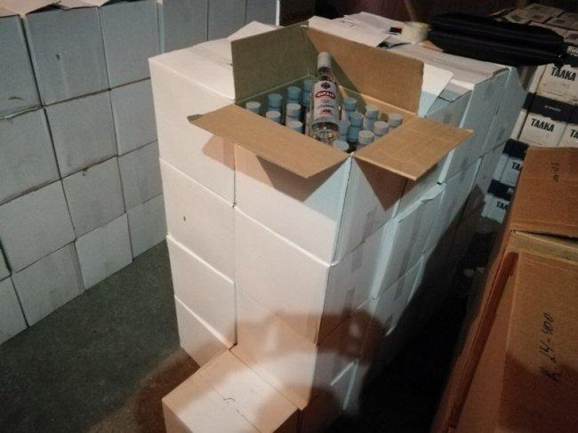 Изъято около семи тысяч бутылок палёного алкоголя