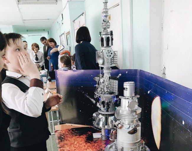 Магнитогорские школьники строят роботов и встречаются с космонавтами